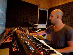 Simone in studio